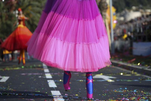 Carnaval stilt walker