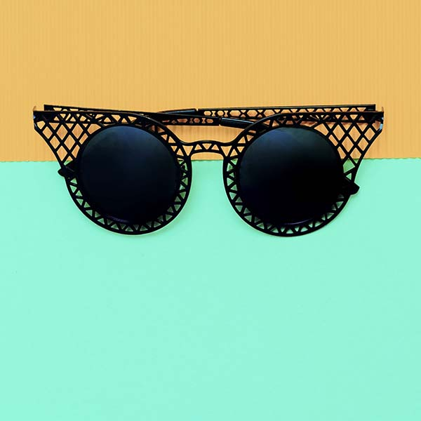 Sunglasses with mesh wire