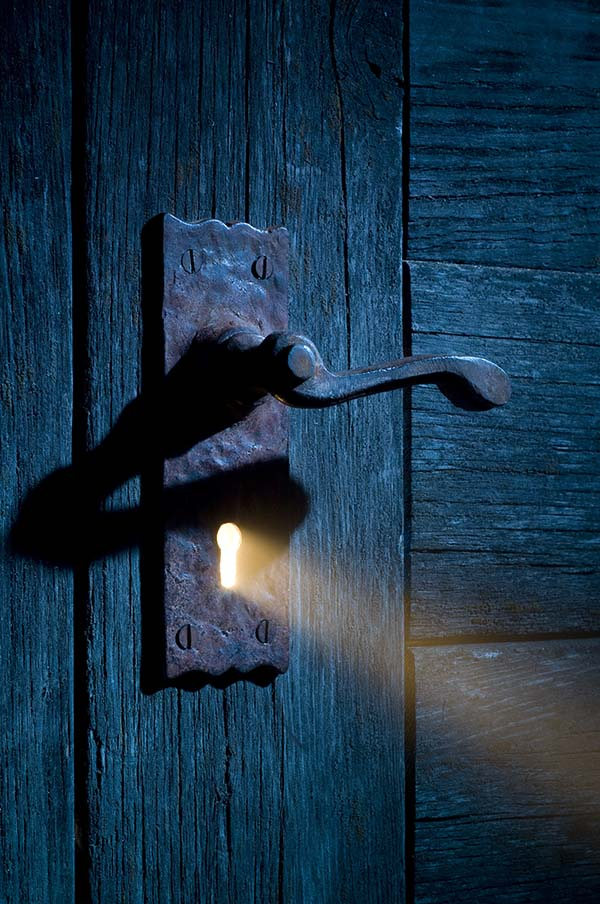 Light coming through keyhole