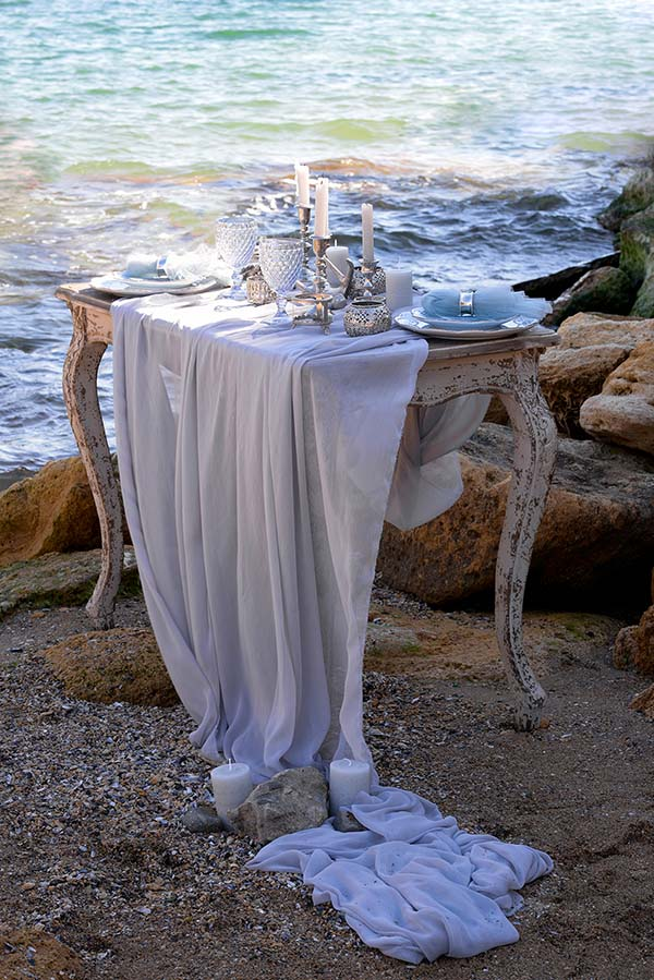 Dreamy dining at beach