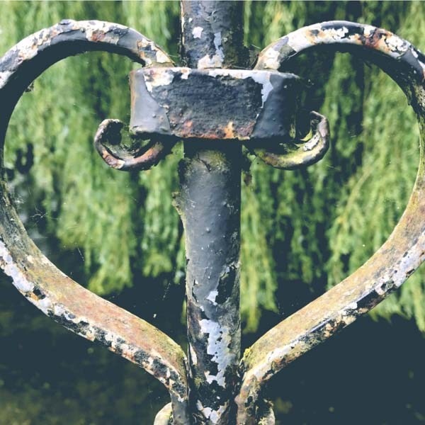 Heart-shaped rusty iron fence