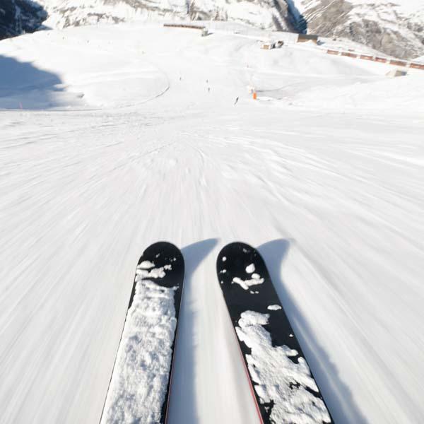 Skis racing downhill